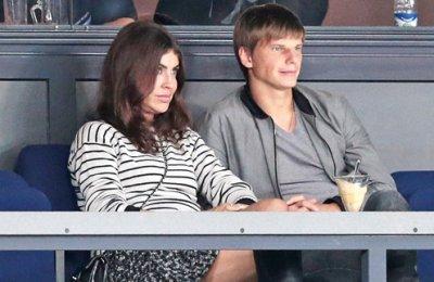 Жена Аршавина Алиса Казьмина подала на него заявление в полицию