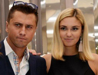 Агата Муцениеце перестала снимать влог «Прилучные будни» после слухов об избиении
