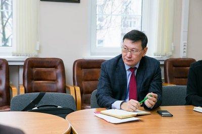 Якутский министр отправил нуждающихся зарабатывать деньги