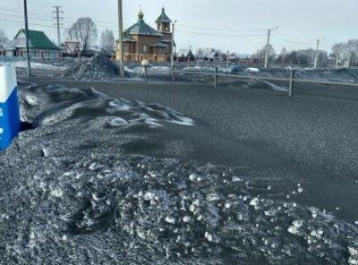 На Кузбассе выпал черный снег: в соцсетях публикуют страшные фото