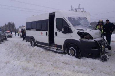 В Югре в ДПТ грузовиком пострадали семь человек