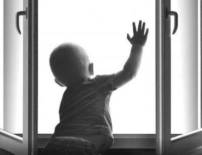 В Москве двухлетний мальчик погиб упав с пятого этажа