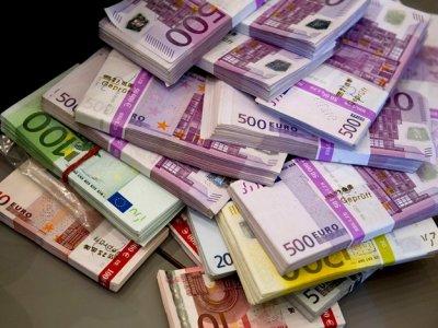 Стоит ли покупать доллары и евро сейчас: прогноз курса валют на 2019 год