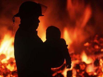 В Аксу в пожаре погиб один человек и 14 пострадали