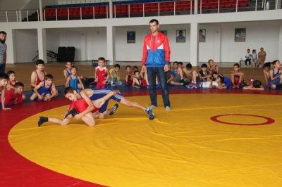 В Чечне турнир по вольной борьбе закончился массовой дракой