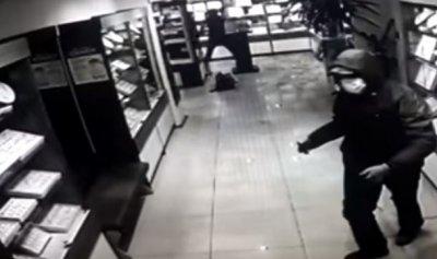 В Уфе трое неизвестных в масках ограбили ювелирный магазин