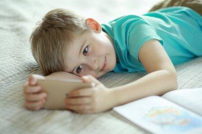 Планшет или телефон: что лучше выбрать ребенку