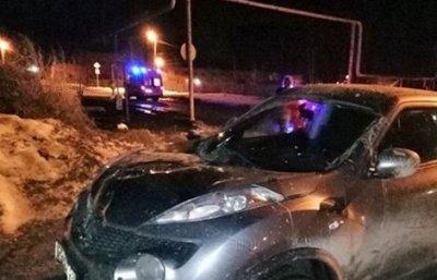 В Свердловской области пьяная автоледи на иномарке дважды сбила группу подростков