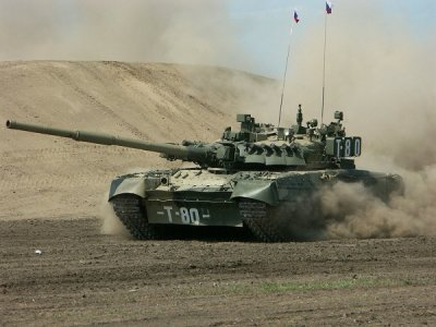 Стреляющий дровами танк Т-80 попал на видео
