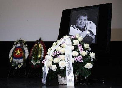 «Прощай, генерал!»: Алексея Булдакова в последний путь проводили аплодисментами