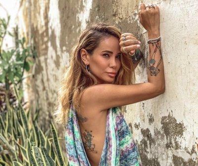 Айза Анохина перепела вирусную песню «Охрана Отмена» Jerry Heil