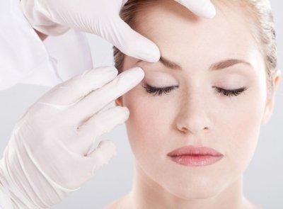 Косметологи рассказали, какие привычки являются «врагами» женской красоты