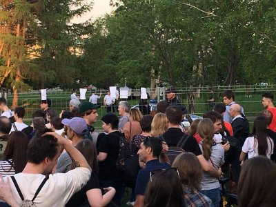 В Екатеринбурге активисты всю ночь защищали сквер от строительства храма