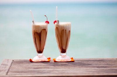 Врачи рассказали, почему кофе летом пить опасно