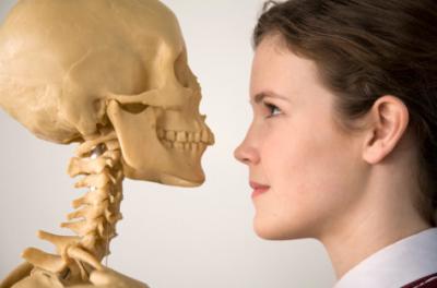 Ученые рассказали, как вредные привычки делают кости хрупкими