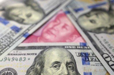 Народный банк Китая резко снизил курс юаня к доллару