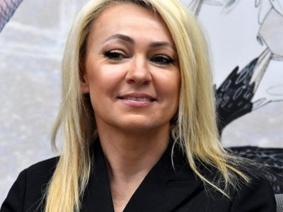 Яна Рудковская показала отфотошопленные длиннющие ноги