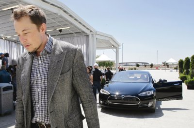 Маск откроет электрозаправки Tesla в Казахстане