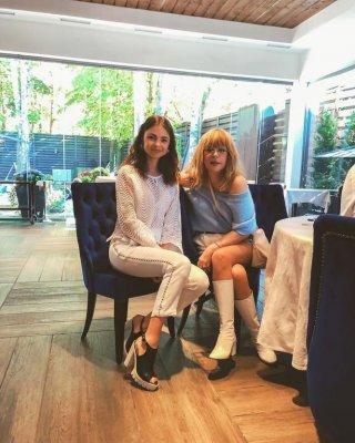 Пугачева удивила публику шортами и ботфортами