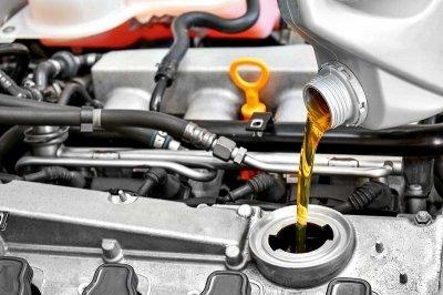Эксперты рассказали можно ли смешивать моторное масло