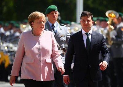 Меркель затряслась во время встречи с Зеленским