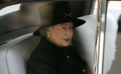 Перепуганная крысами Елизавета II сбежала из дворца