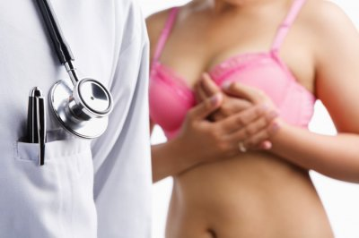 Врач рассказал, как женщины могут снизить риск развития рака груди