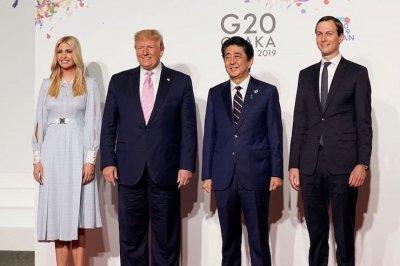 Иванка Трамп удивила платьем с необычными рукавами