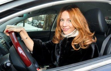 Наталья Подольская пригрозила психованному водителю своими охранниками