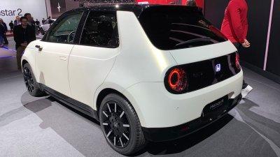 Названы характеристики серийного электрокара Honda e