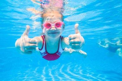 Ученые назвали смертельную опасность плавания в бассейне