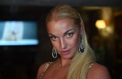 Волочкова приняла участие в флешмобе Bottle Cap Challenge