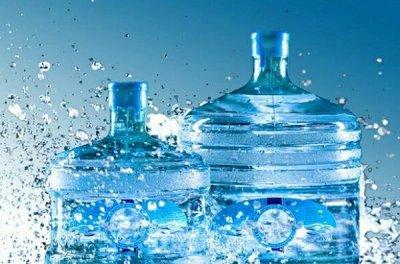 Ученые признали бутилированную воду опасной