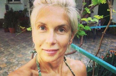 56-летняя Свиридова показала тело в бикини