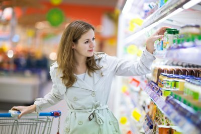 Диетолог рассказала, какой вред женскому организму наносят обезжиренные продукты