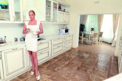 Андрей Малахов показал роскошные дома Волочковой и Ковальчук