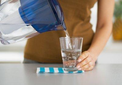 Врачи рассказали, почему стоит пить именно теплую воду