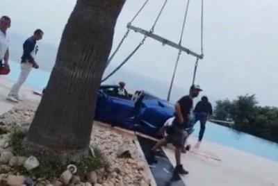 Модель Playboy утопила Lamborghini в бассейне из-за каблуков