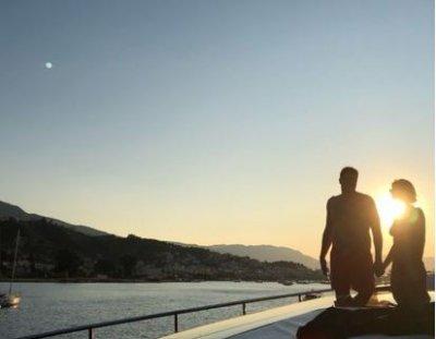 Максим Виторган опубликовал первое совместное фото с Нино Нинидзе с отдыха в Греции