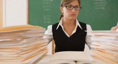 Зарплаты учителям повысят в два раза в Казахстане