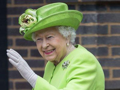 Елизавета II ест не по-королевски