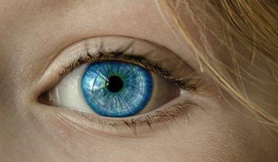 Врач-невролог рассказал, почему может дергаться глаз