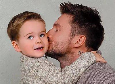 Мама Лазарева рассказала, как певца изменили сын и дочь