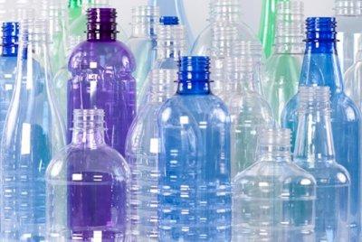 Эксперты рассказали, почему пластиковые бутылки для воды нельзя использовать повторно