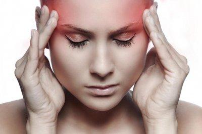 Врачи рассказали, почему болит голова и возникает тошнота