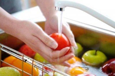 Ученые рассказали, какие продукты вредно мыть перед приготовлением