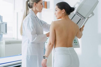 Эксперты перечислили первые признаки рака груди