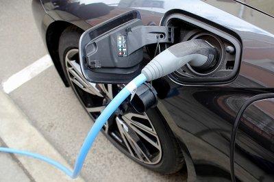 Эксперты назвали недорогие, но надежные электрокары