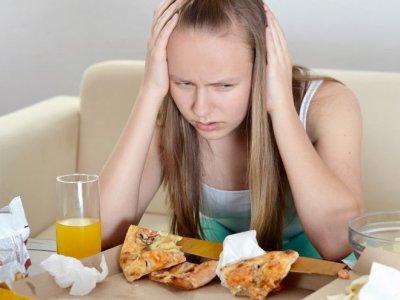 Диетолог рассказала, как прекратить заедать стресс