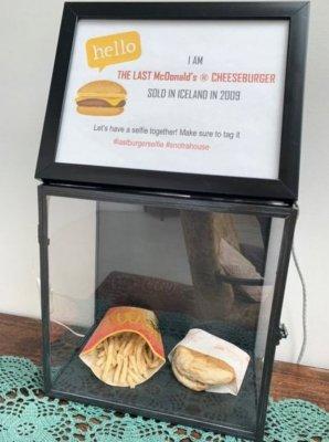 В Исландии показали бургер и картошку фри, которую купили 10 лет назад в McDonalds